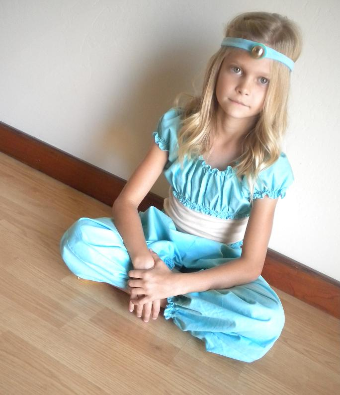 Jasmine costume 1  sc 1 st  Andreau0027s Notebook & Handmade Costume Series: DIY Princess Jasmine Costume Tutorial ...