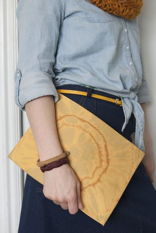 Mad-mim_shibori-bleach_envelope-clutch_2
