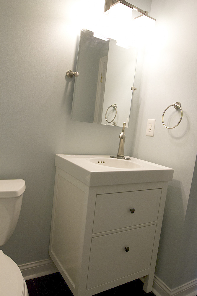 Bathroom faucet (2 of 3)
